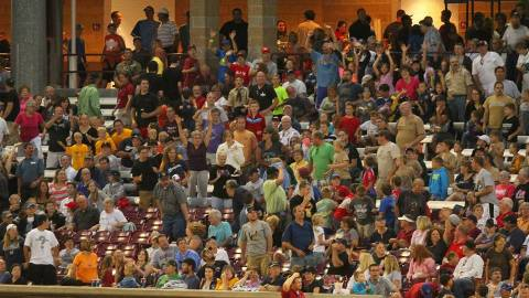 The Timber Rattlers set a record for average attendance with 3,780 fans per game in 2013.