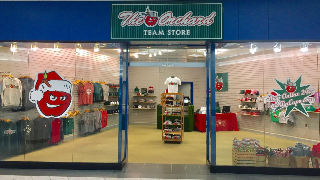 Fort Wayne Mall >> Team Store Open At Glenbrook Square For Holidays Fort