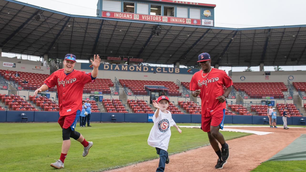 Learn From Future Big Leaguers at the LEO's Photography Baseball Clinic