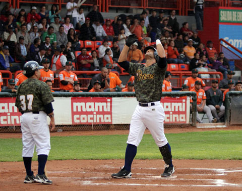 Mendy López llega a 21 cuadrangulares en la campaña.