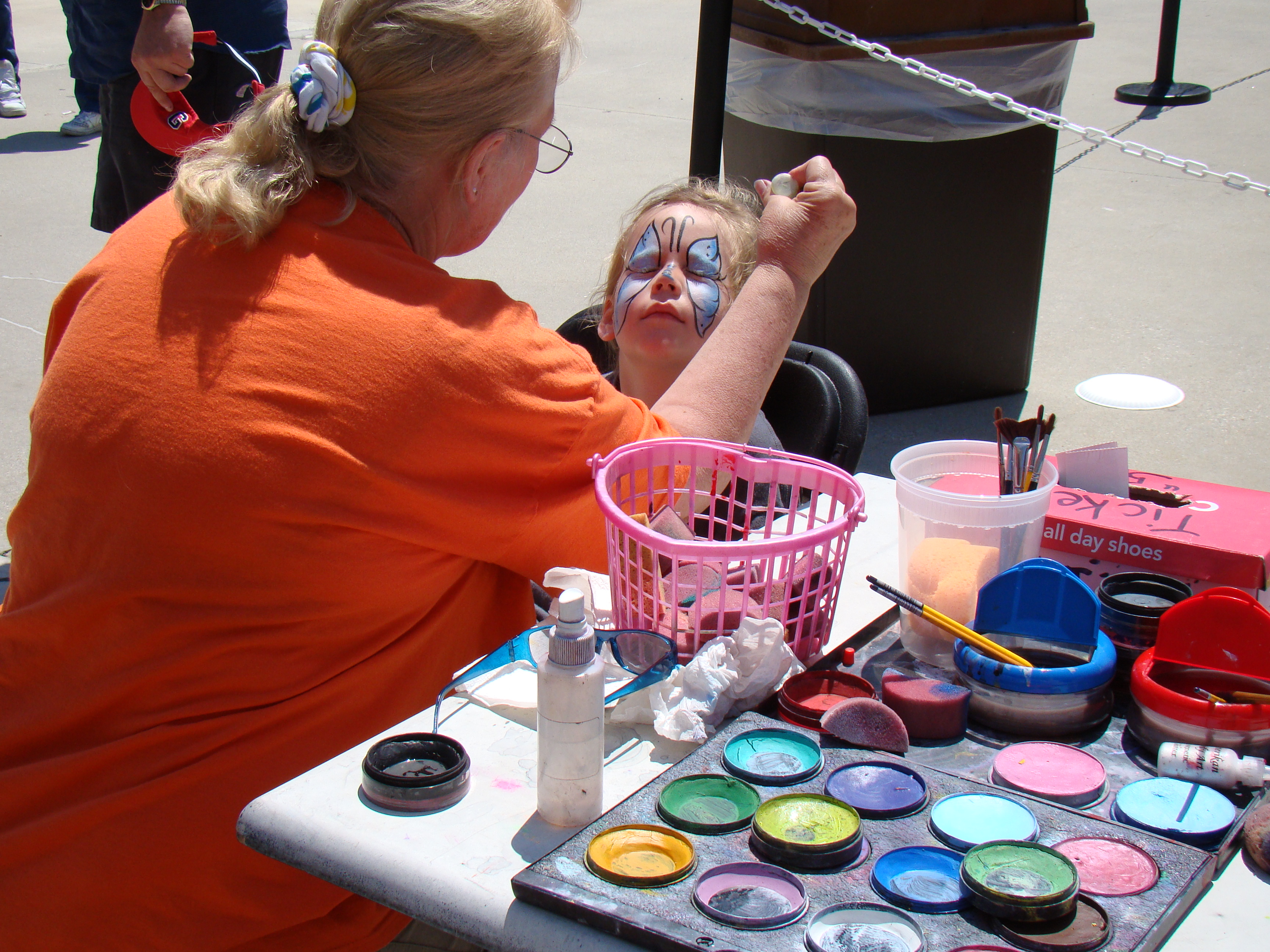 Child_getting_face_painted_at_Bowie_Baysox_game